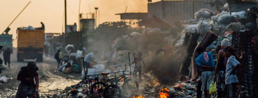 Scavengers-Burning-Trash,-Tondo-Garbage-Dump,-Manila-Philippines